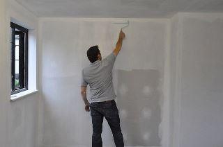 Фото процесса Грунтовка стен в Екатеринбурге