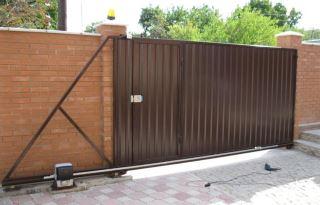 Фото процесса производства Откатные ворота из профнастила в Екатеринбурге