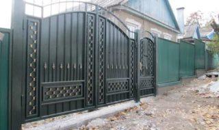 Фото процесса производства распашных ворот в Екатеринбурге
