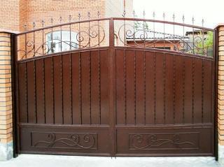 Металлические распашные ворота в Екатеринбурге
